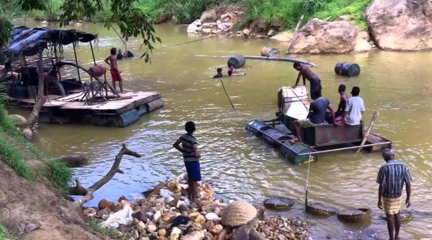 Gem mining in Ratnapura